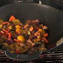 Угольный гриль Weber: овощи в воке